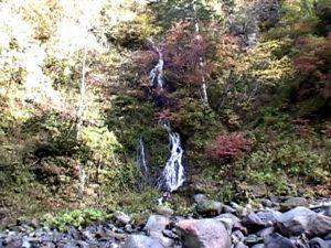 敷島の滝遊歩道で見られる小滝1