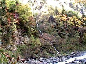 敷島の滝遊歩道で見られる小滝2