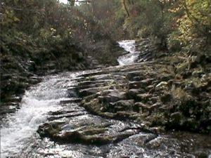 女神の滝上流の柱状節理地形