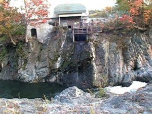 白亜の滝(滝上町)