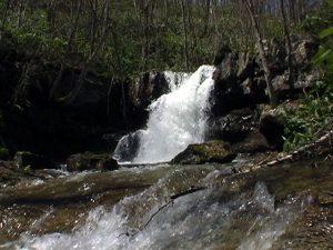 糸毛の滝 左岸