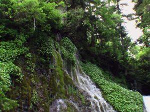 男鹿の滝左側の流れ