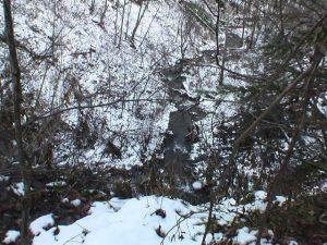モイチャン滝の落ち口からみたモイチャン川