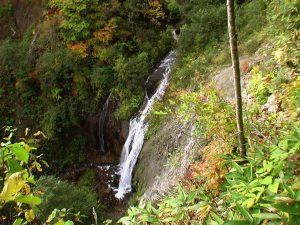 林道から見たモイチャン滝