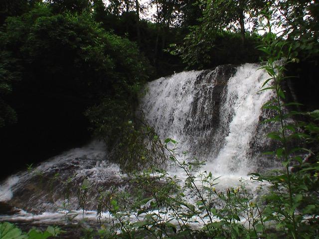 屏風岩の滝(足寄町)