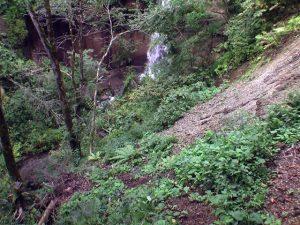 崩落した遊歩道と七条大滝