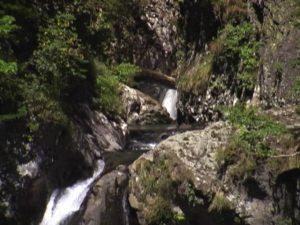 霧吹の滝上流に滝状の流れ