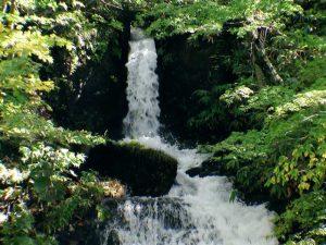 鉱山町無名滝上段の直瀑部分