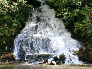鉱山町無名滝下段の渓流瀑部分