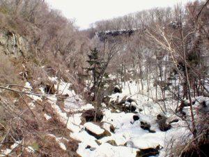 ネッソーの落ち口から千歳川下流を見る