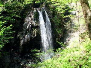 俯瞰で見たフタップの滝全景