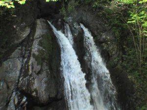 フタップの滝の上部は二筋の流れ