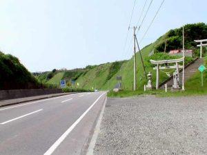 国道沿いの鳥居
