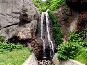 藻岩の滝全景