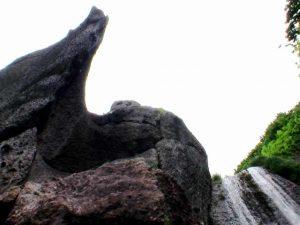 藻岩の滝 落口付近の奇岩