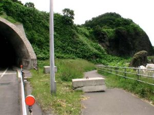 横滝トンネル脇の旧道