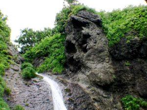 落口の奇岩