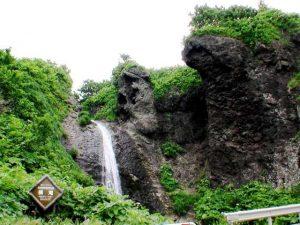 横滝と岩壁