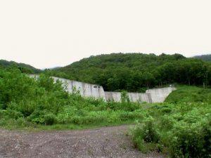 行き止まりの堰堤