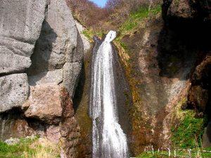 融雪期の藻岩の滝