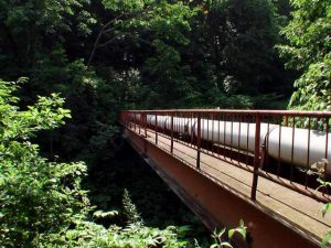 赤い鉄橋を渡ってみた