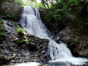 観音滝全景