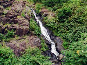 銀鱗の滝全景