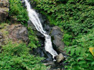 銀鱗の滝の下部