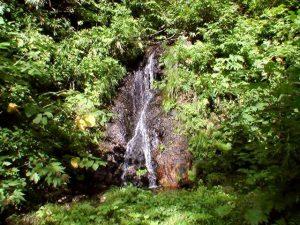 小さな滝状の流れ