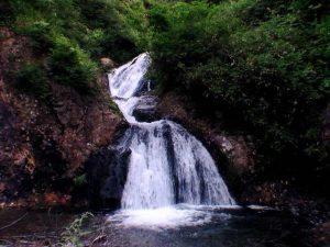 紅葉の滝全景