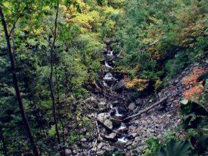 階段状に流れる支湧別川