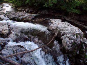 滝状の流れその1
