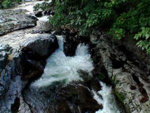 滝状の流れその2
