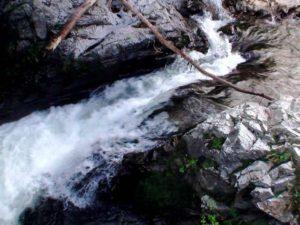 滝状の流れその3