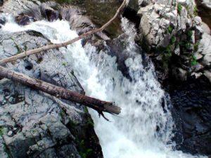 滝状の流れその4