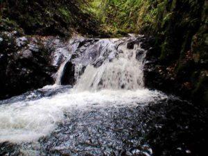 ソウベツ川F3の上段と滝つぼ