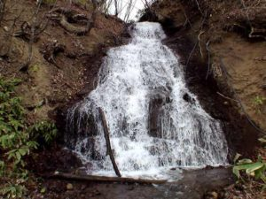 東毛陽の滝を正面から
