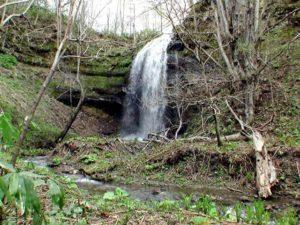美唄の滝左岸から