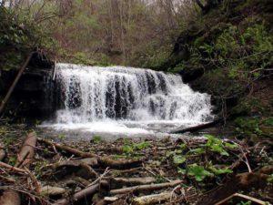正面から見る我路沢の滝