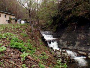 歌音の滝下流の滝状の流れ