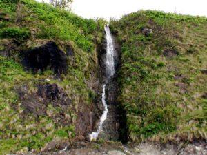 チャラセナイの滝 正面から全景を