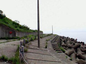 海岸線沿いの旧道