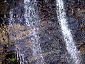 黄金岩の滝 中段の流れ