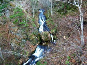 第一滝見橋の上から見る九段の滝