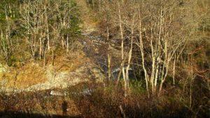 古平川をはるか下に見る
