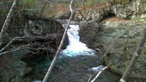俯瞰で見た古平川本流の滝
