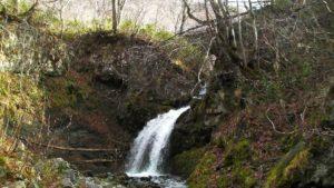 稲倉石の滝 下からの画