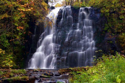 イナシベツの滝全景