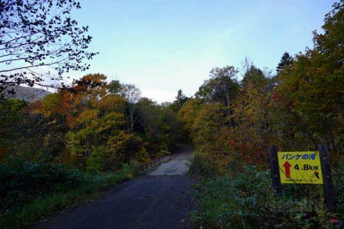滝まで4.8km看板と清流橋
