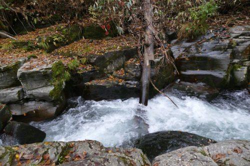 激流の滝落口